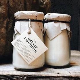 Bougie fabriqué en pots de cornichons recyclés